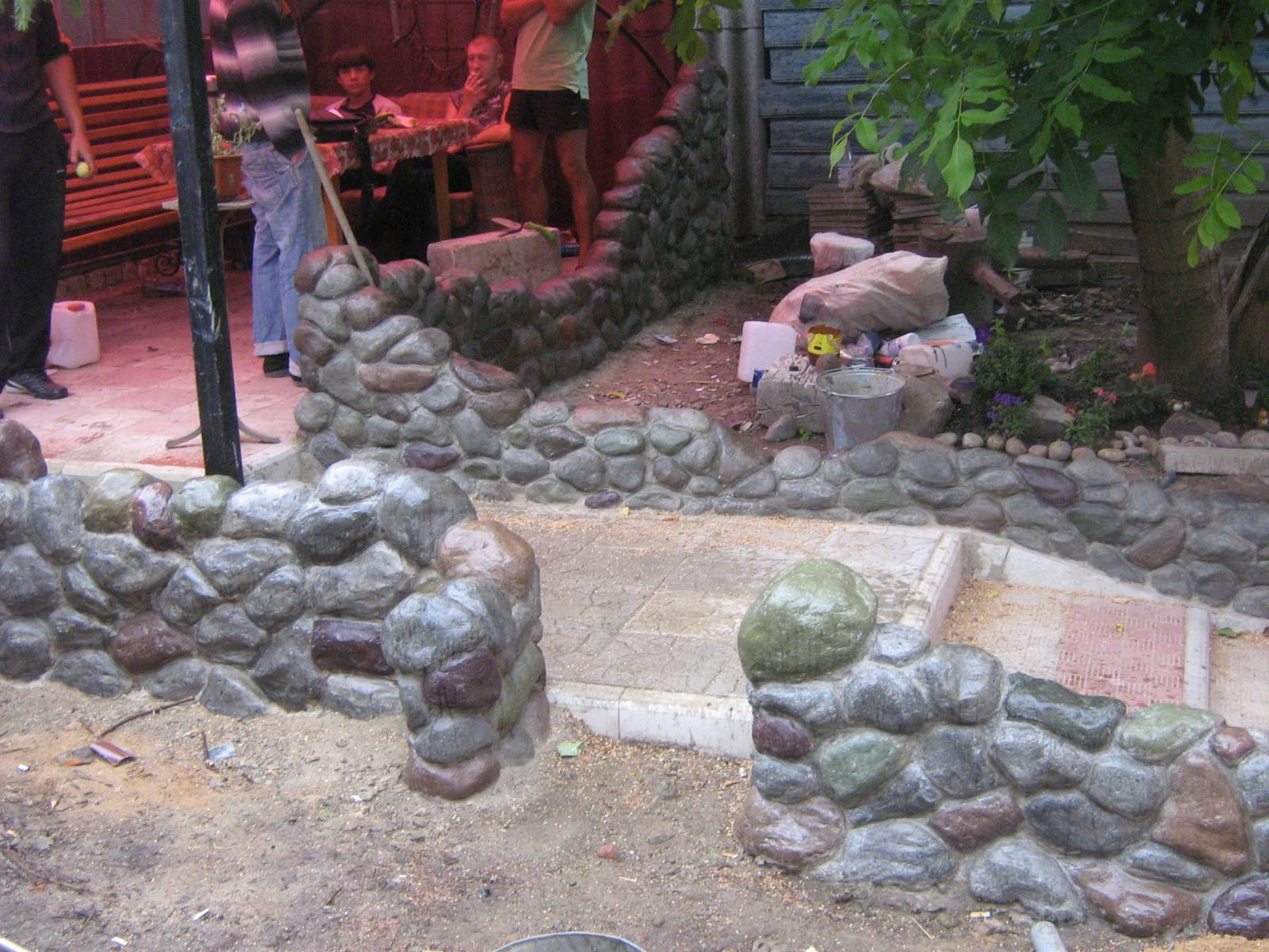 Заборы из камней своими руками фото